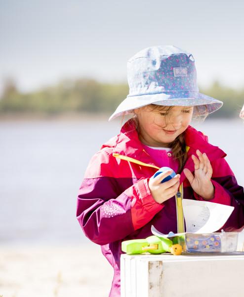 Pickapooh Sonnenhut Cala Blümchen, hellblau | Kindermützen aus Bio-Baumwolle bei Das bunte Chamäleon in Bambertg und online kaufen