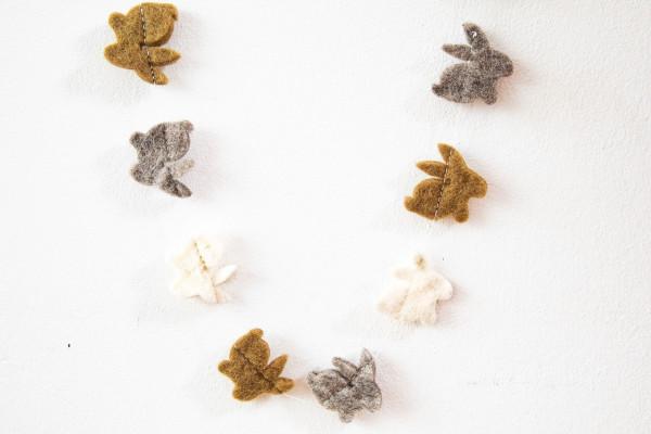 Filzgirlande Hasen Natur | Natürliche Osterdekoration bei Das bunte Chamäleon online